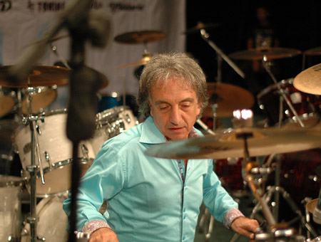 Aldo Mazza playing cymbals