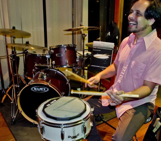 Eduardo Guedes playing cymbals