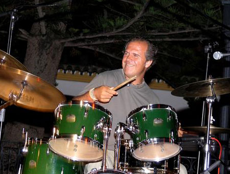 Juan de la Oliva playing cymbals