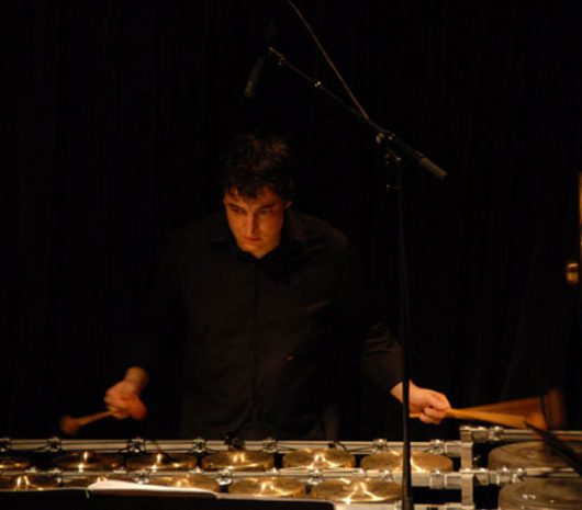 Laurent Mariusse playing cymbals