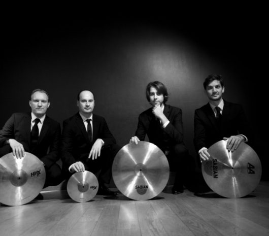 Quatuor Beat playing cymbals