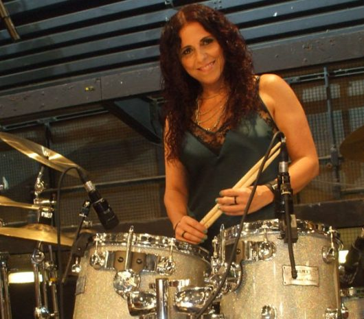 Vera Figueiredo playing cymbals